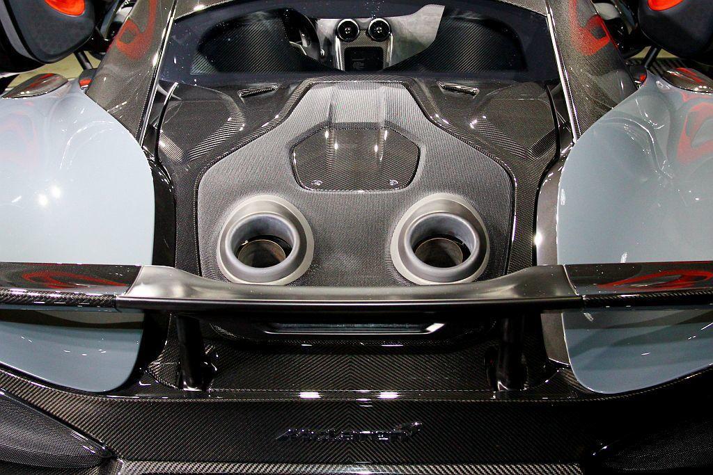 麥拉倫600LT具備600ps最大馬力及63.2kgm的峰值扭力輸出。獨特的上排式尾管不只降低重量,也能減少排壓與形成空力效益。 記者張振群/攝影