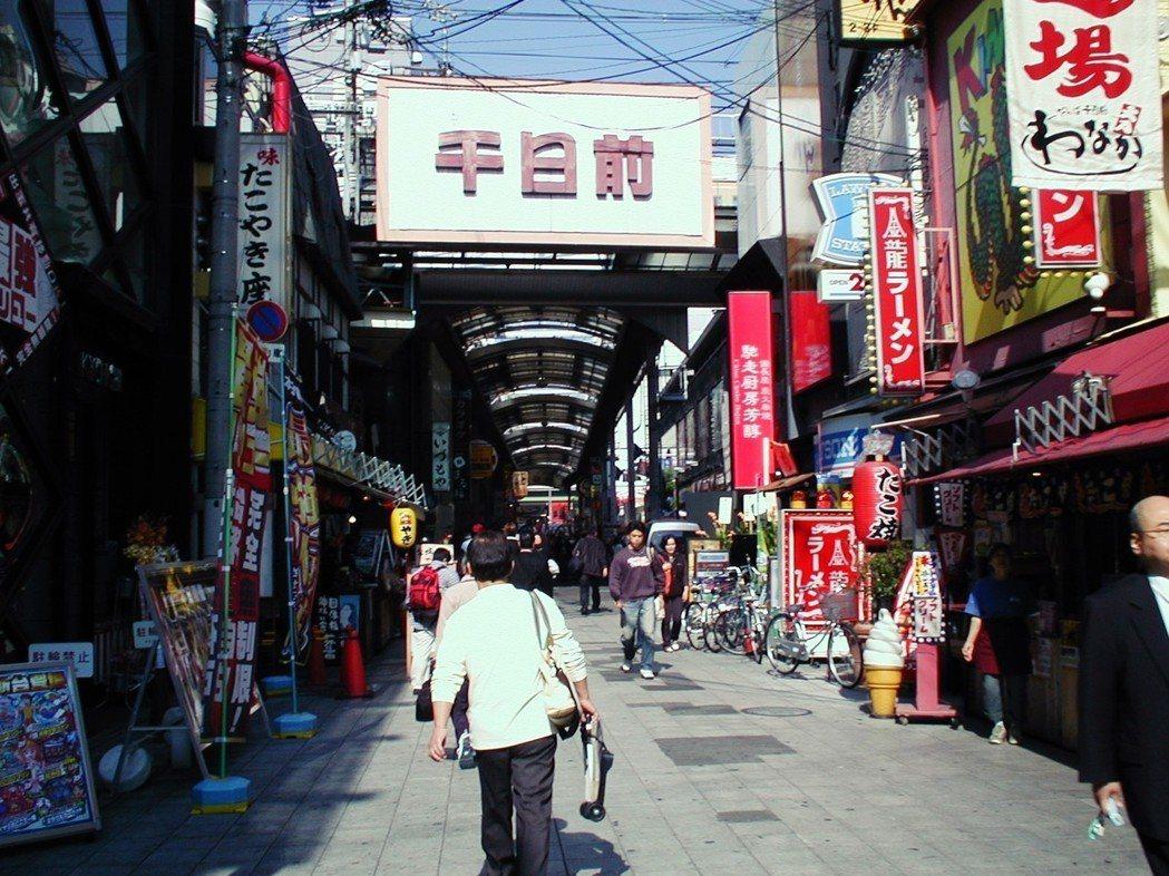 千日百貨2001年由大型電器賣場進駐。在開業前,賣場當地進行了大規模的地鎮祭(祈...