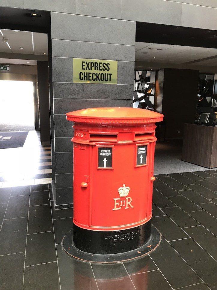 延續郵局的概念,連退房的收納箱都用郵筒取代,真的很可愛 圖文來自於:TripPl...
