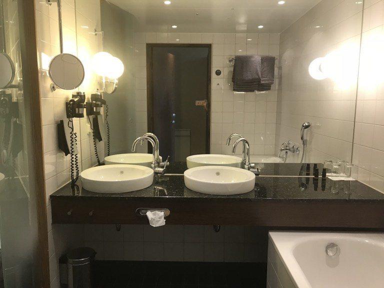 簡單的房間,沒想到浴室居然出現了TripPlus北美奢華旅遊作家Sharon最愛...