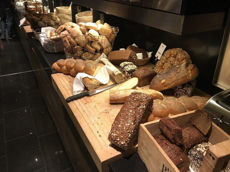 麵包區在歐洲是個基本款,但是真的好好吃。如果你不知道麥香、鬆軟、咬勁這些形容,如...