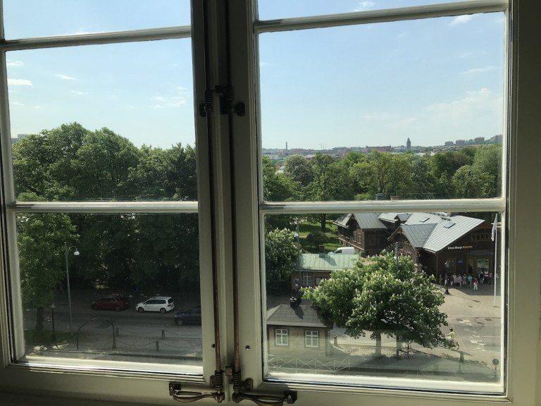 窗外面對的,是知名的Trädgårdsföreningen(哥德堡花園社區),是...