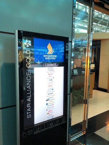 貴賓室門口清楚標示著星空聯盟金卡會員 (Star Alliance Gold) ...