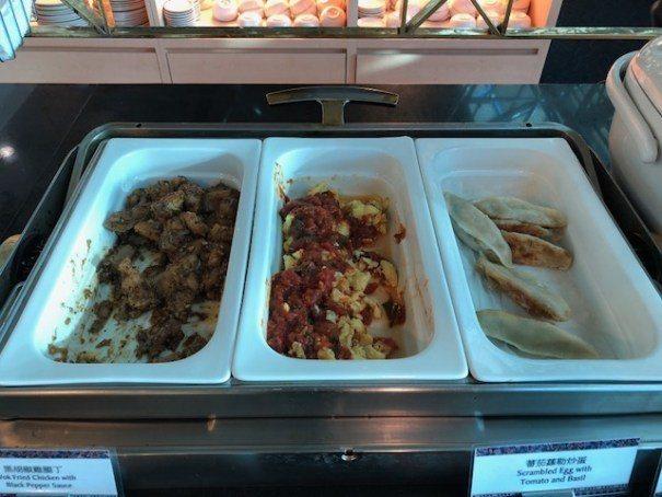 熱食區的幾個選項,味道還不錯,煎餃因為悶在保溫盤內一段時間,已經沒有酥脆口感 圖...