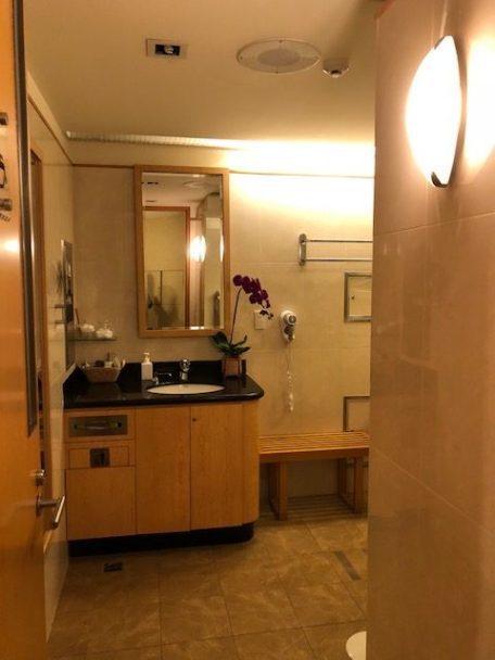 使用淋浴間不用特別登記,但要和服務人員索取毛巾 圖文來自於:TripPlus
