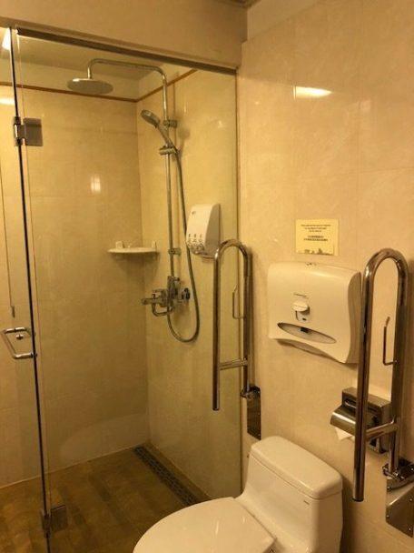 淋浴間內也設有馬桶 圖文來自於:TripPlus