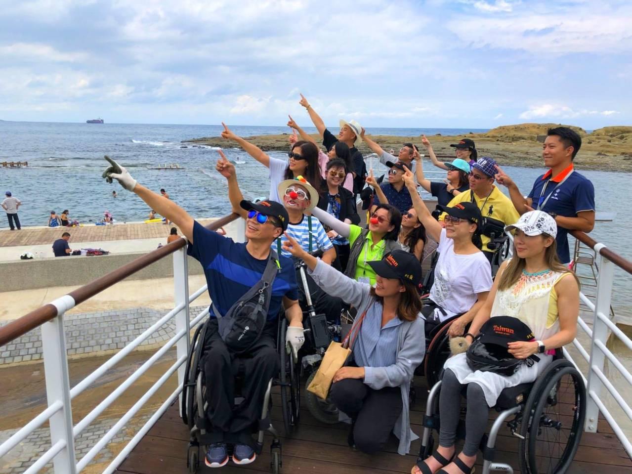 交通部觀光局、基隆市府邀請香港脊髓損傷朋友及家屬參加北海岸一日小旅行。圖/交通部...