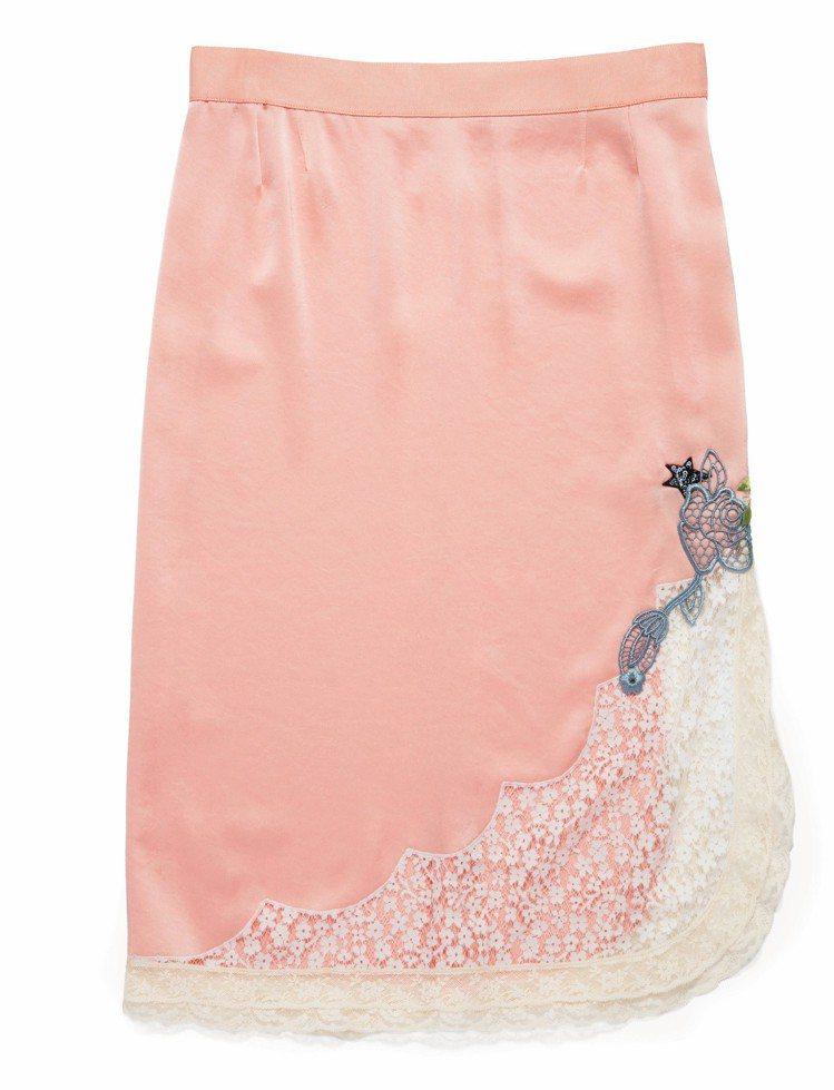 COACH x Selena Gomez蕾絲綴邊絲質襯裙,售價10,800元。圖...