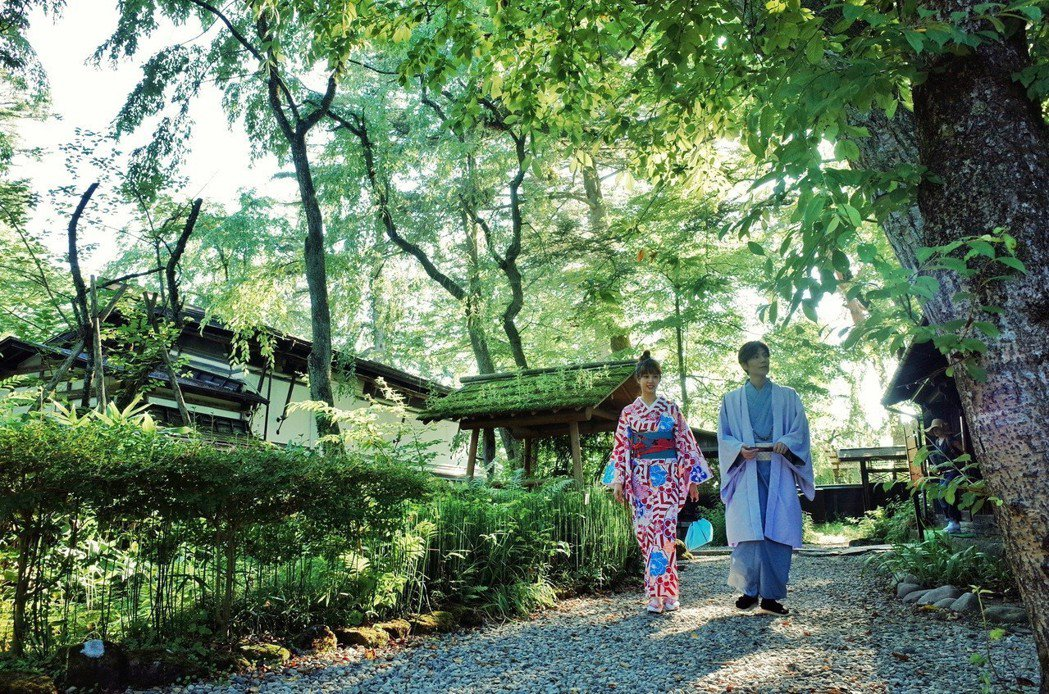 潘裕文日前為工作到日本,體驗賽車、穿和服。圖/闊思音樂提供