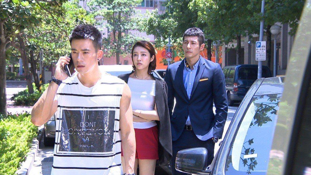 JR(左)感恩當年的貴人徐華鳳  圖/中視提供