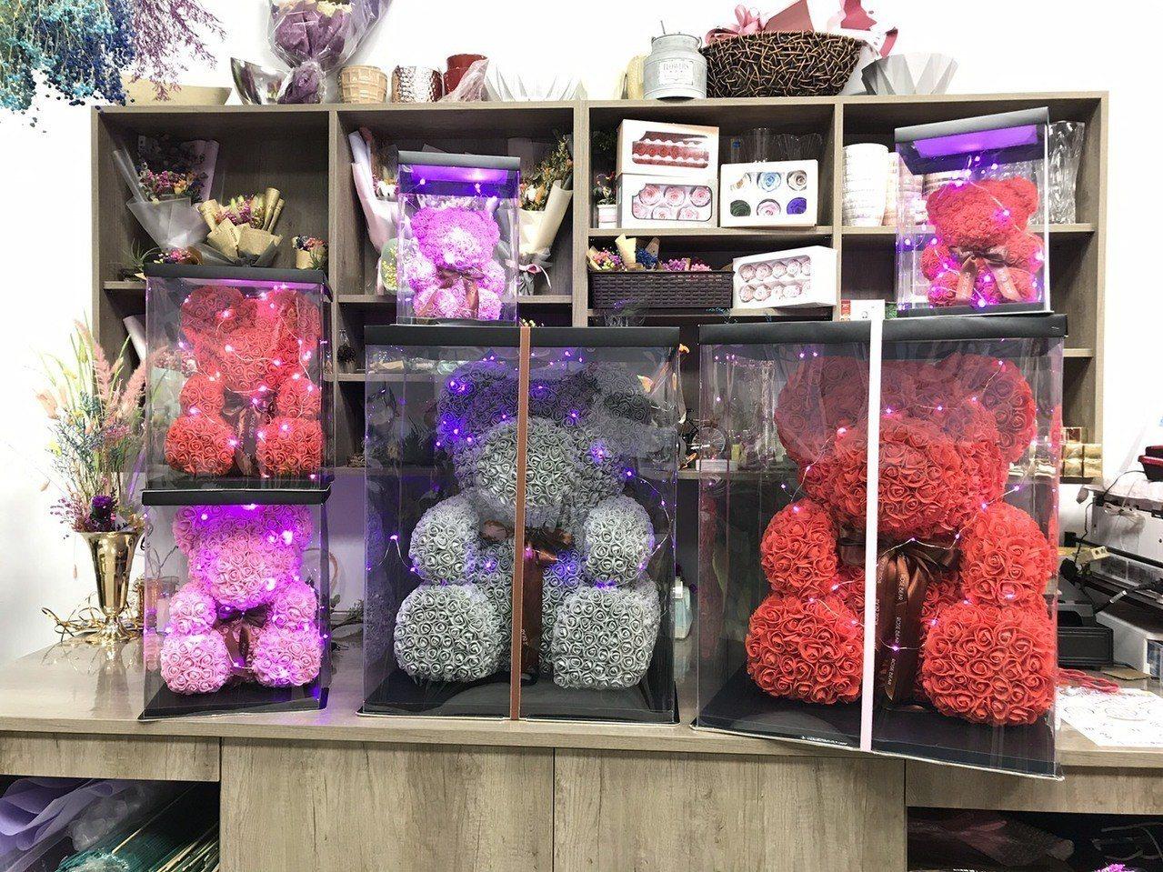 傳統的花束越來越少人訂,通常都是有一定年紀的客人會買,年輕族群喜歡新鮮的,像是現...