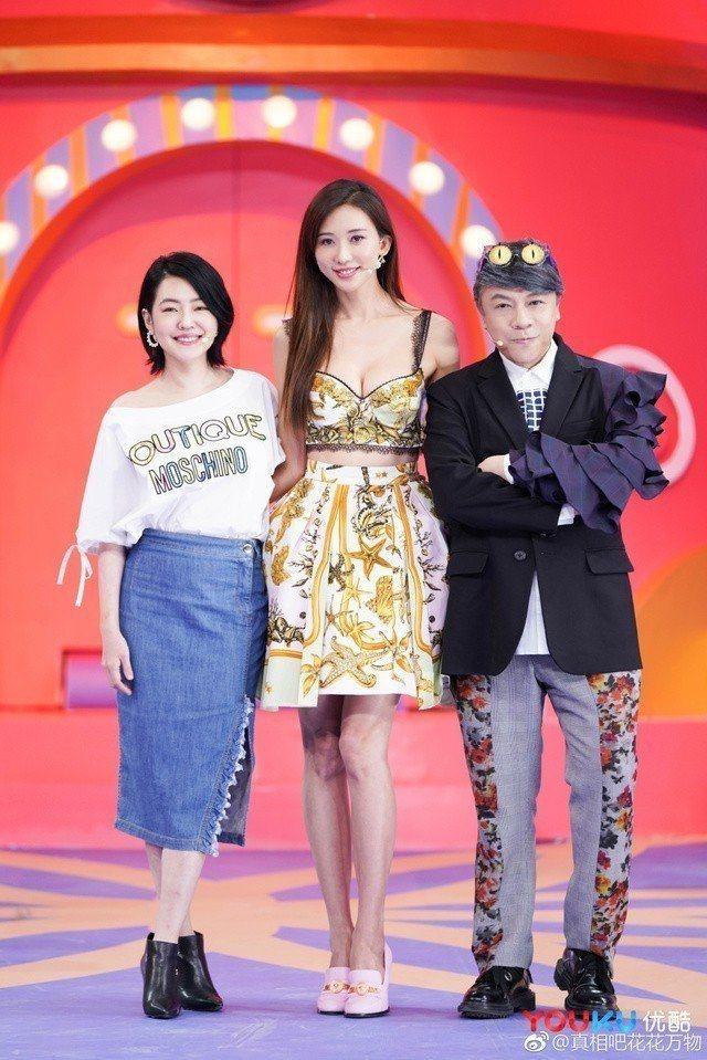 林志玲(中)在第2集現身當嘉賓,為老友小S(左)、蔡康永新節目站台。圖/優酷集春