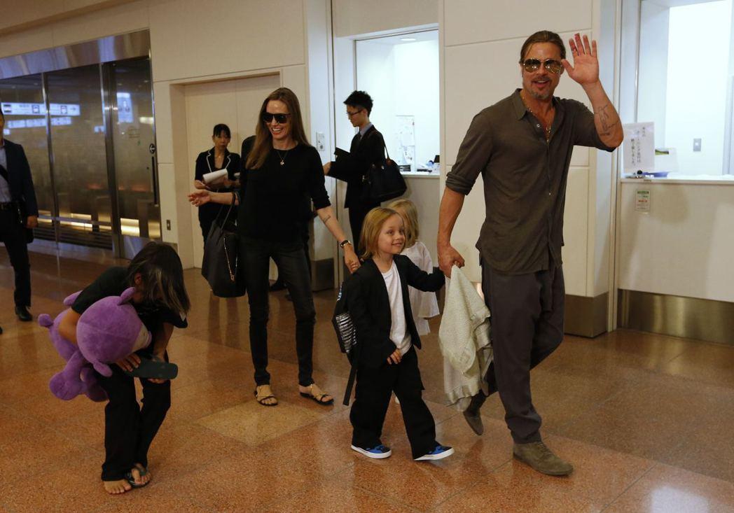 布裘帶著孩子們一起出國的情景,無法再重現。圖/路透資料照片