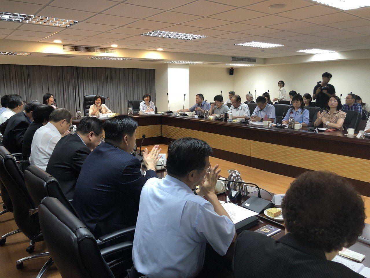 「基本工資審議委員會」今天開會,拍板基本工資將調升5%。記者陳妍霖/攝影