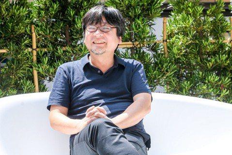 日本動畫電影導演細田守為新片「未來的未來」4度來台,電影敘述一對兄妹穿越時空的奇幻冒險旅程,他坦言電影的主角小男孩「小訓」就是以他的5歲兒子做為參考,整部電影幾乎都是取材他的家庭生活,還笑說電影裡面...
