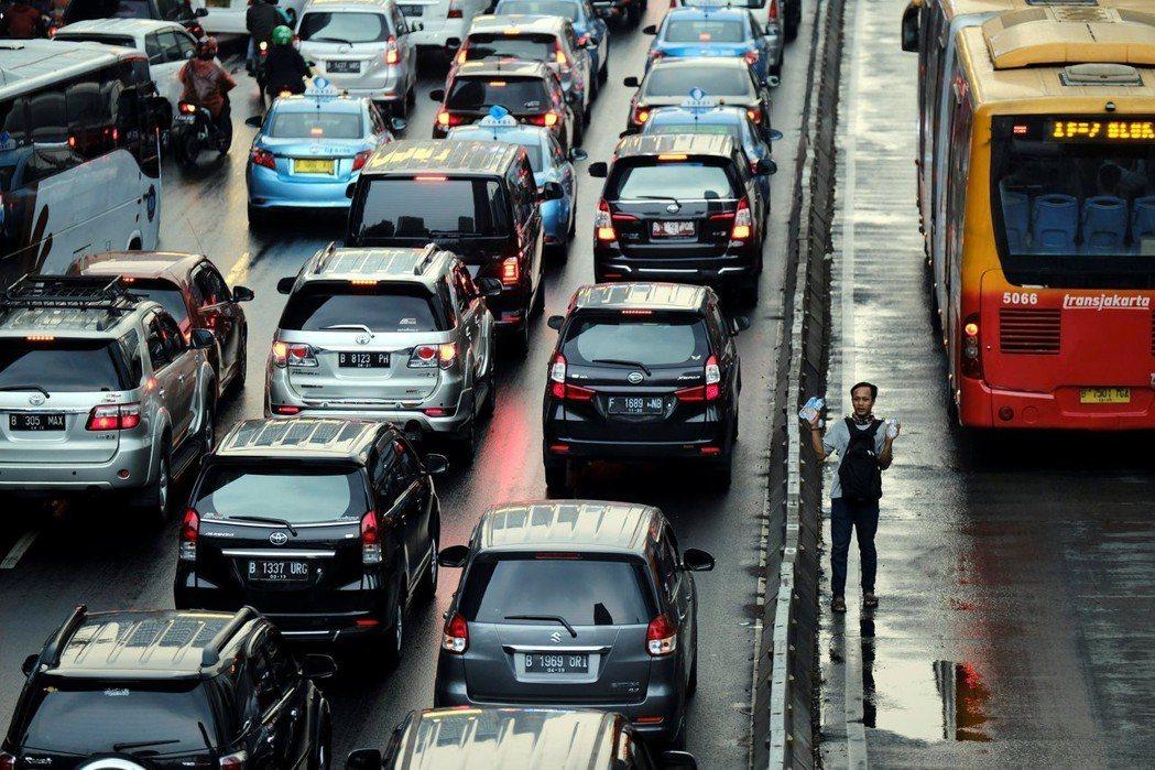 欠缺大眾運輸系統,雅加達如過度過這次的「亞運難關」? 圖/路透社