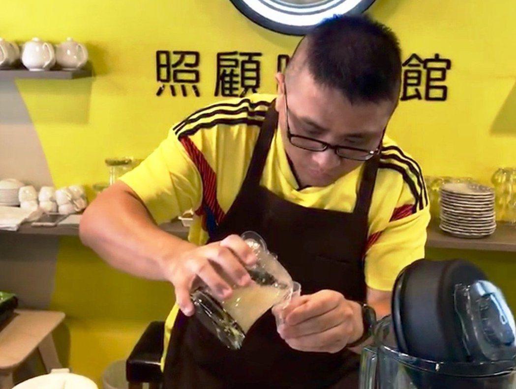 復華照顧咖啡館坐落台北市中山區,一樓提供照顧者喘息,還有長照教練會幫忙上課。二、...