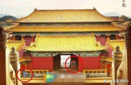 「如懿傳」海報中出現販賣機與路牌。圖/擷自微博