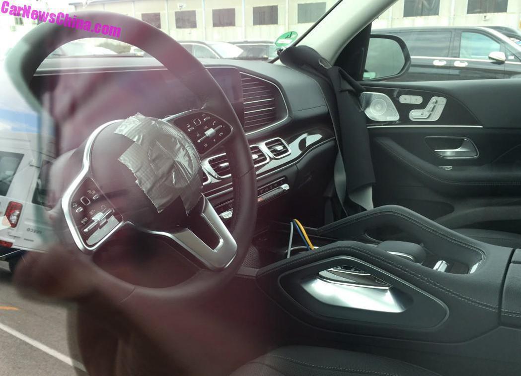 全新Mercedes-Benz GLE內裝竟然就這樣一覽無遺! 摘自CarNew...