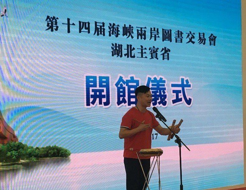 吳健演出湖北大鼓原名「鼓書」,又稱「打鼓說書」是一種流行於湖北孝感、黃岡和武漢一...