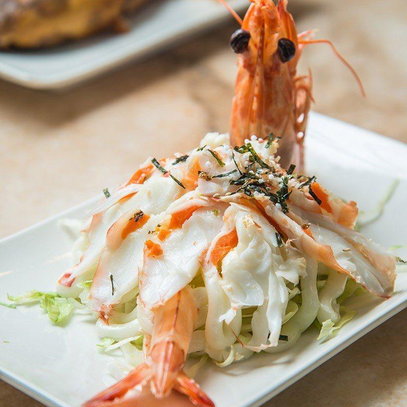 丸隆使用品質好的明蝦來做明蝦沙拉。  攝影|行遍天下