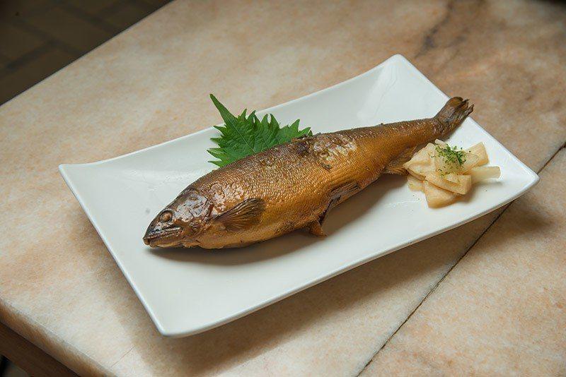 香魚甘露煮是傳統日式料理。  攝影|行遍天下