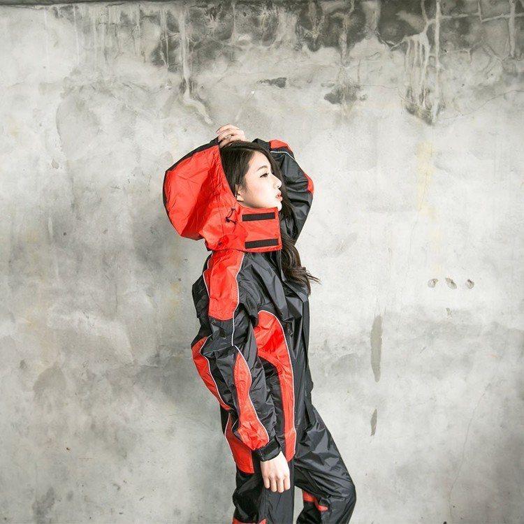 OutPerform-戰神Mars兩截式風雨衣。圖由廠商提供。
