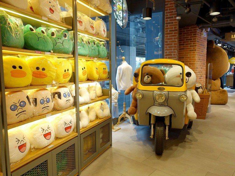 LINE VILLAGE STORE有許多韓國進口周邊商品。圖/記者張芳瑜攝影