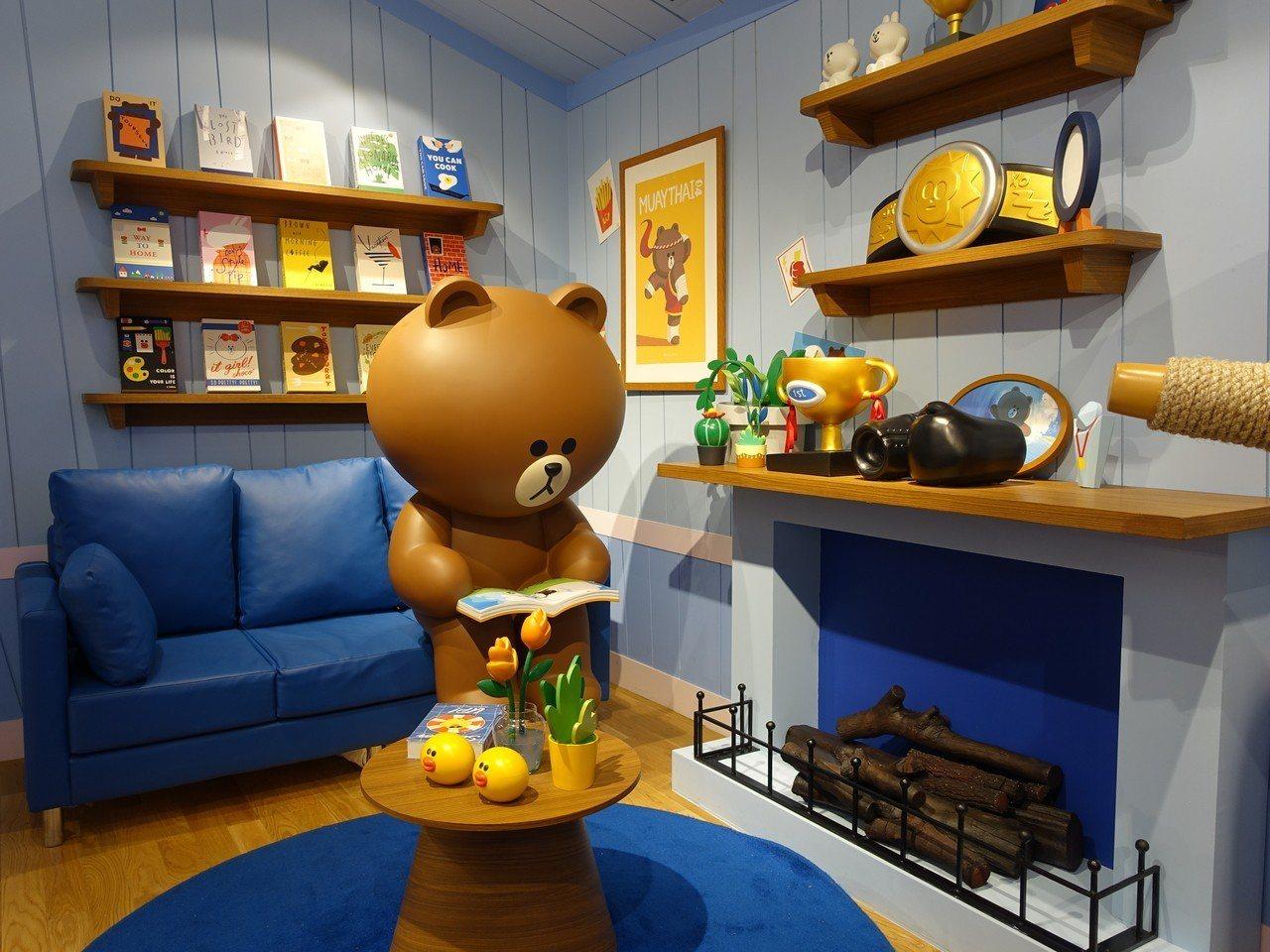 熊大正在自己的房間看書。記者張芳瑜/攝影