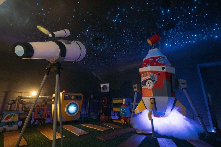 饅頭人房間可看見一片星空。圖/LINE VILLAGE提供