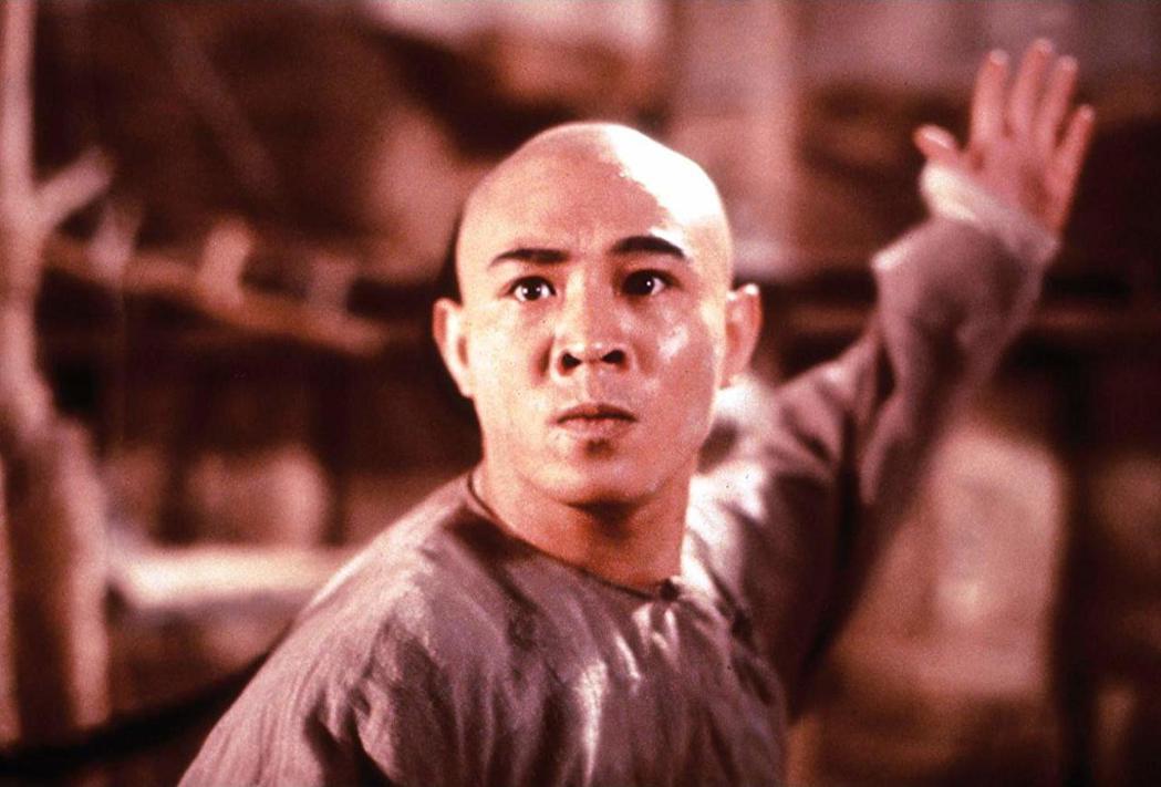 李連杰的身分問題差點讓「武狀元黃飛鴻」在台灣撤片、查禁。圖/摘自imdb