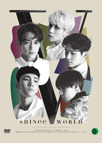 韓團SHINee在台灣推出最後五人合體演唱會DVD「SHINee WORLD V in Seoul」,紀念出道十年。今年對SHINee而言可說是有生以來最難忘的一年,就在出道十周年前夕,鐘鉉離世讓全...