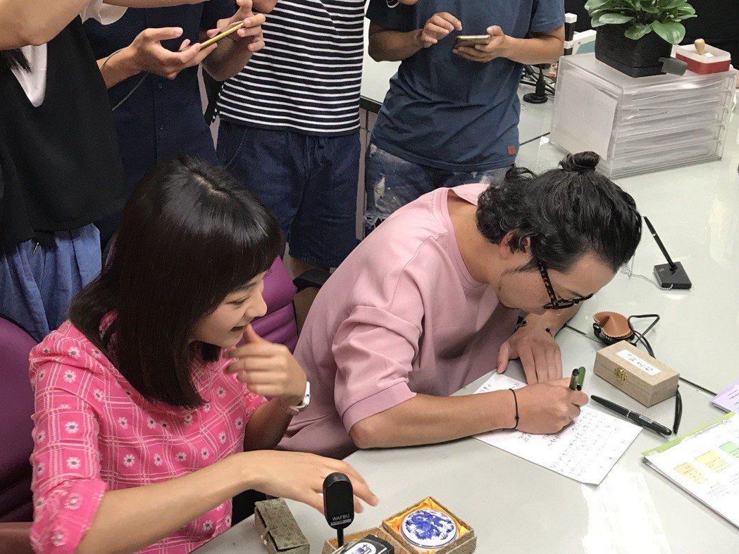 陳意涵(左)成為人妻,嫁給導演許富翔(右)。圖/讀者提供