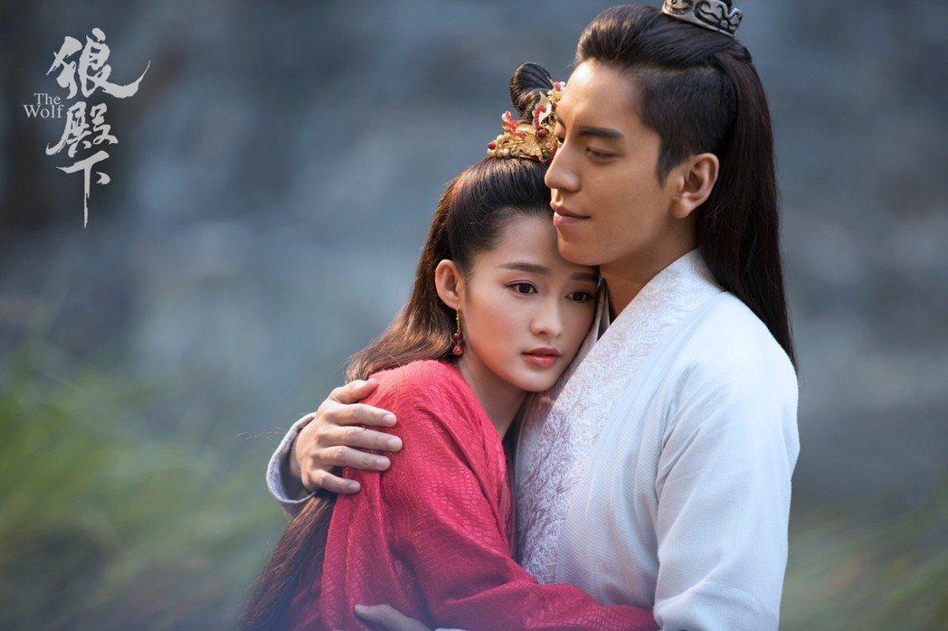 李沁(左)與王大陸。圖/京騰娛樂提供