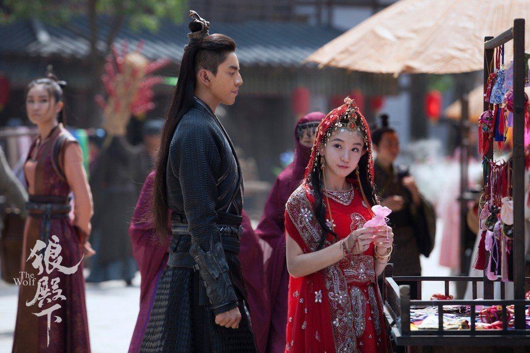 王大陸(左)與郭書瑤。圖/京騰娛樂提供