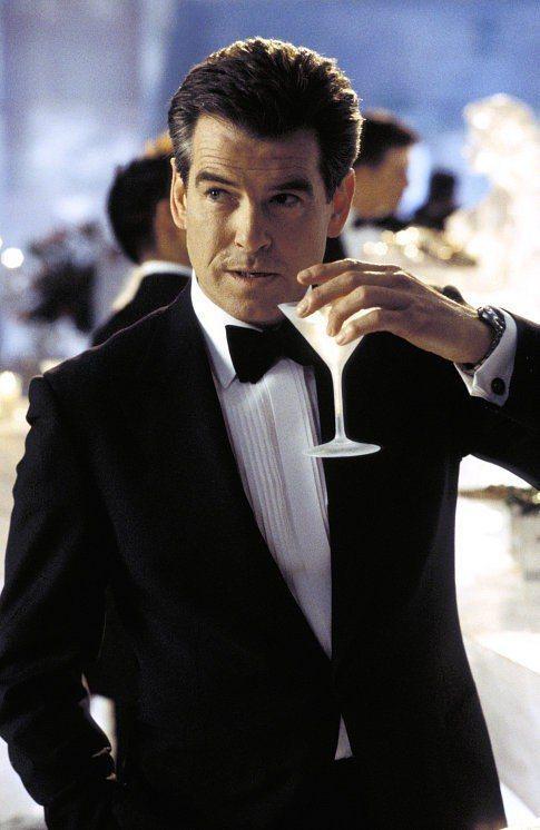 皮爾斯布洛斯南認為扮演007詹姆斯龐德需要有適度的幽默感。圖/摘自imdb