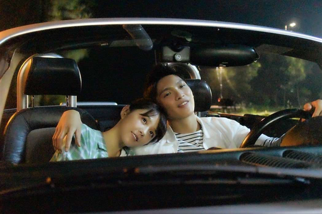 邵雨薇、林輝瑝在墓園旁拍攝浪漫約會戲。圖/東森提供