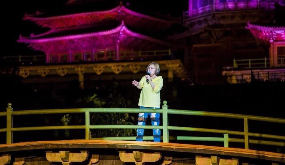 官靈芝日前到少林寺開唱。圖/獨一無二娛樂提供