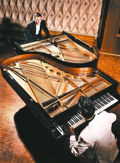 高富帥又會彈琴,「鋼琴大鬥法」兩位德國帥哥PK倒數。 圖/聯合數位文創提供