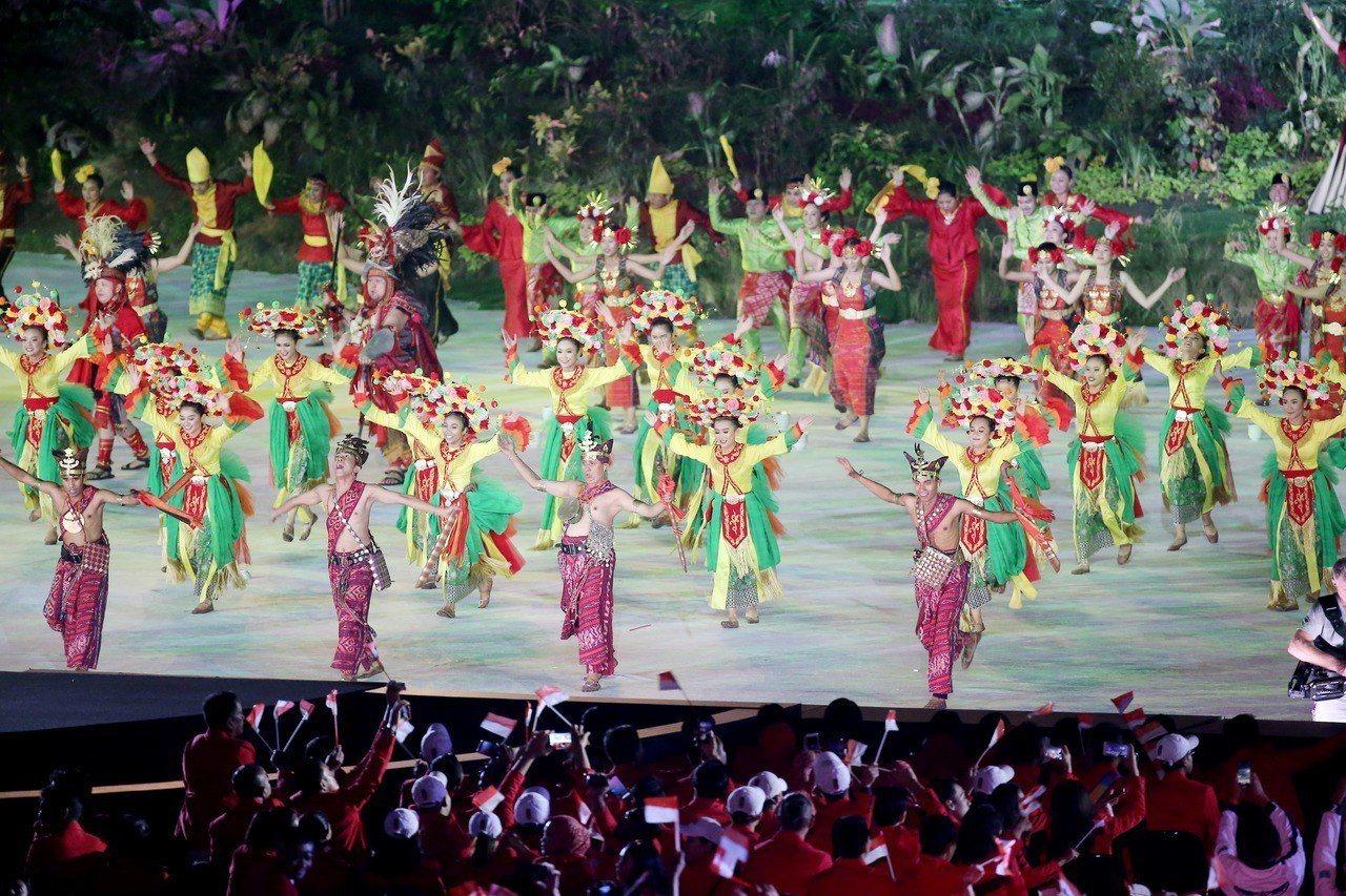 雅加達亞運在格羅拉蓬卡諾體育場舉行開幕式,這也是印尼睽違56年後再度舉辦亞運,上...
