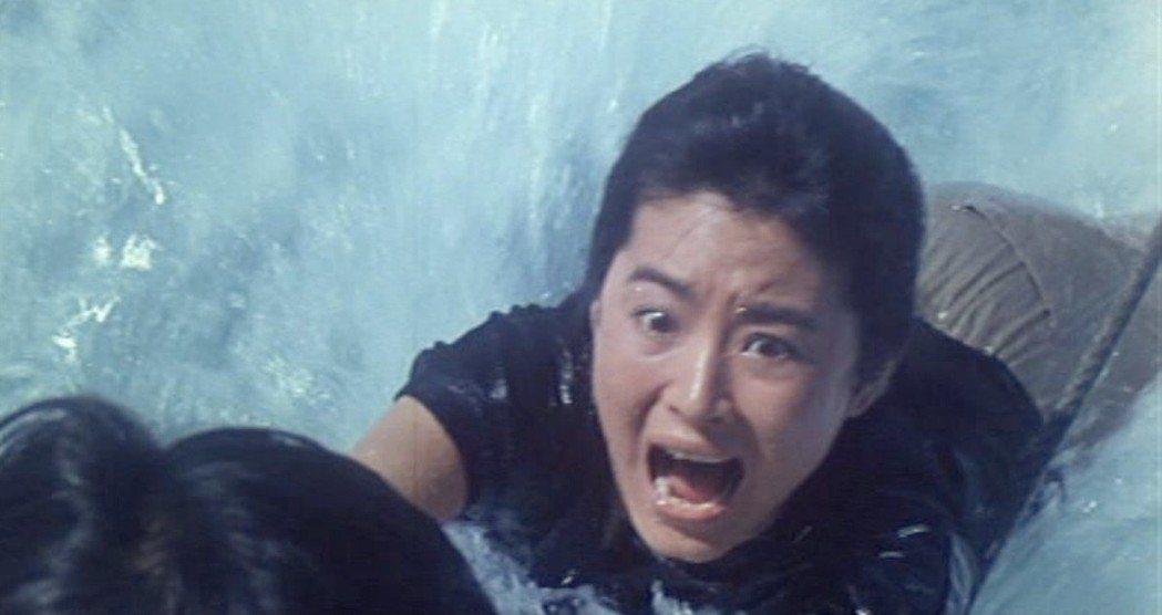 林青霞在「奪命佳人」遭到丈夫謀害,險象環生。圖/翻攝自YouTube