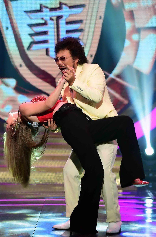 張菲與安妮熱舞。圖/華視提供
