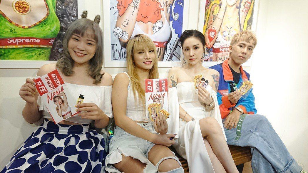 梁云菲18日出席藝術展,左起開水小姐、小A辣、梁云菲、林進。圖/量能文創提供