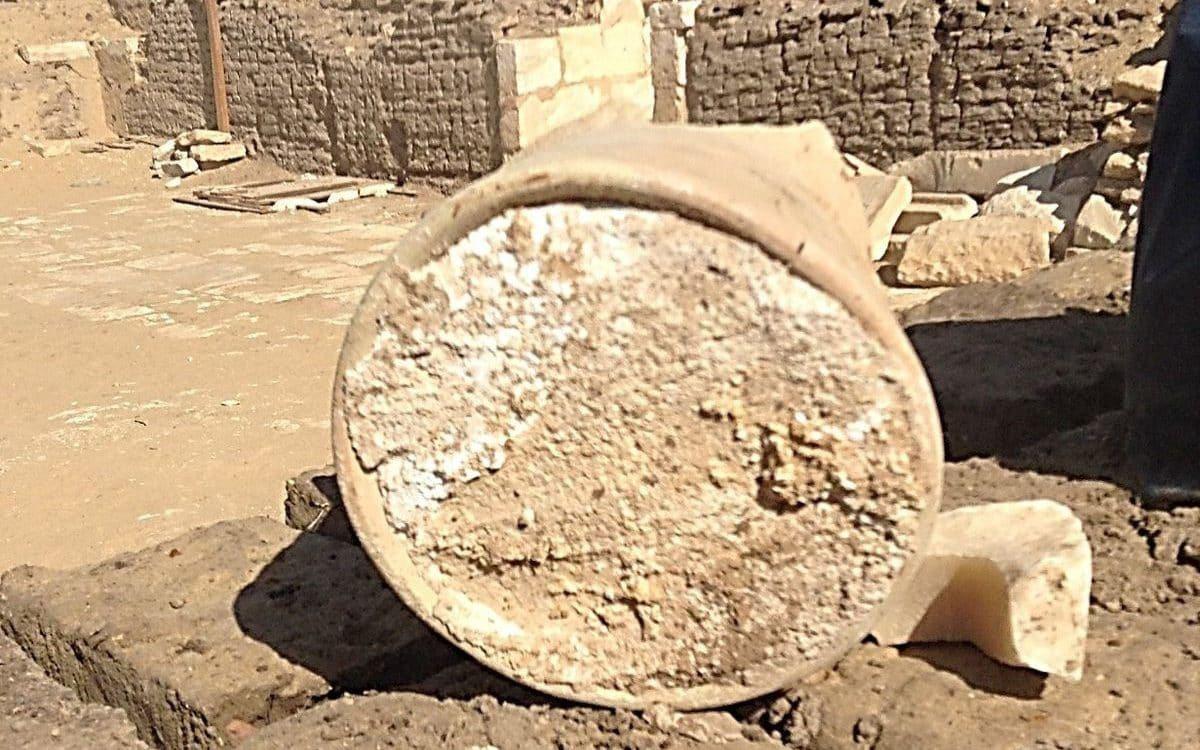 埃及考古學家在孟斐斯的薩卡拉墓地發現了一塊「世界上最古老的乳酪」,放了3200年...