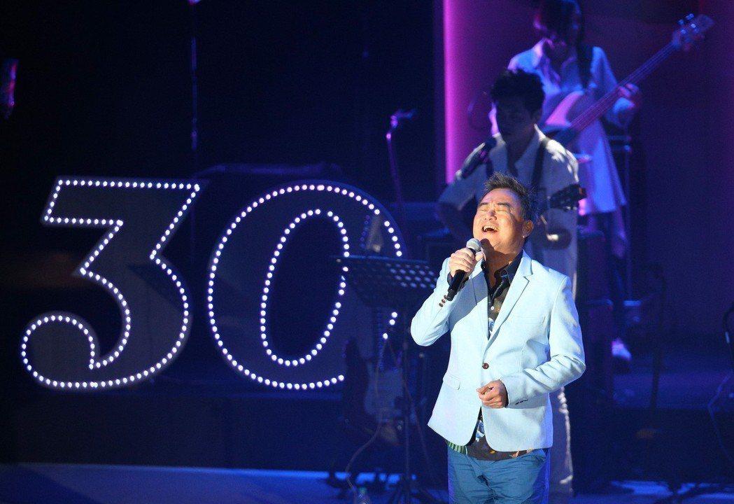 陳昇舉辦30周年巡演「華人公寓」第一站。記者劉學聖/攝影