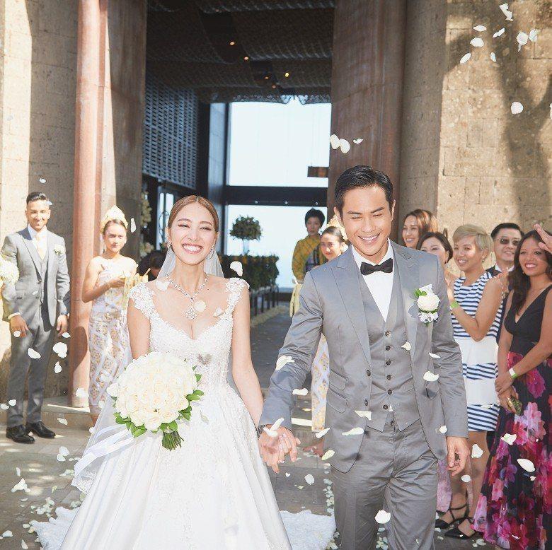 陳凱琳(左)日前在峇里島與大她22歲的「八爺」鄭嘉穎(右)結婚。圖/摘自IG