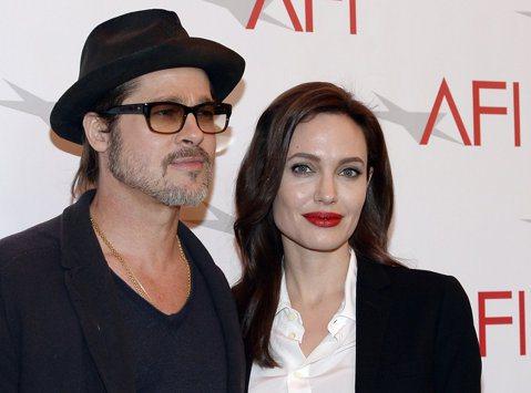 好萊塢巨星安潔莉娜裘莉(Angelina Jolie)的律師今天表示,裘莉與布萊德彼特(Brad Pitt)經過2年多來艱苦談判後,終於就6個孩子的監護權達成最終協議。路透社報導,律師德強(Sama...