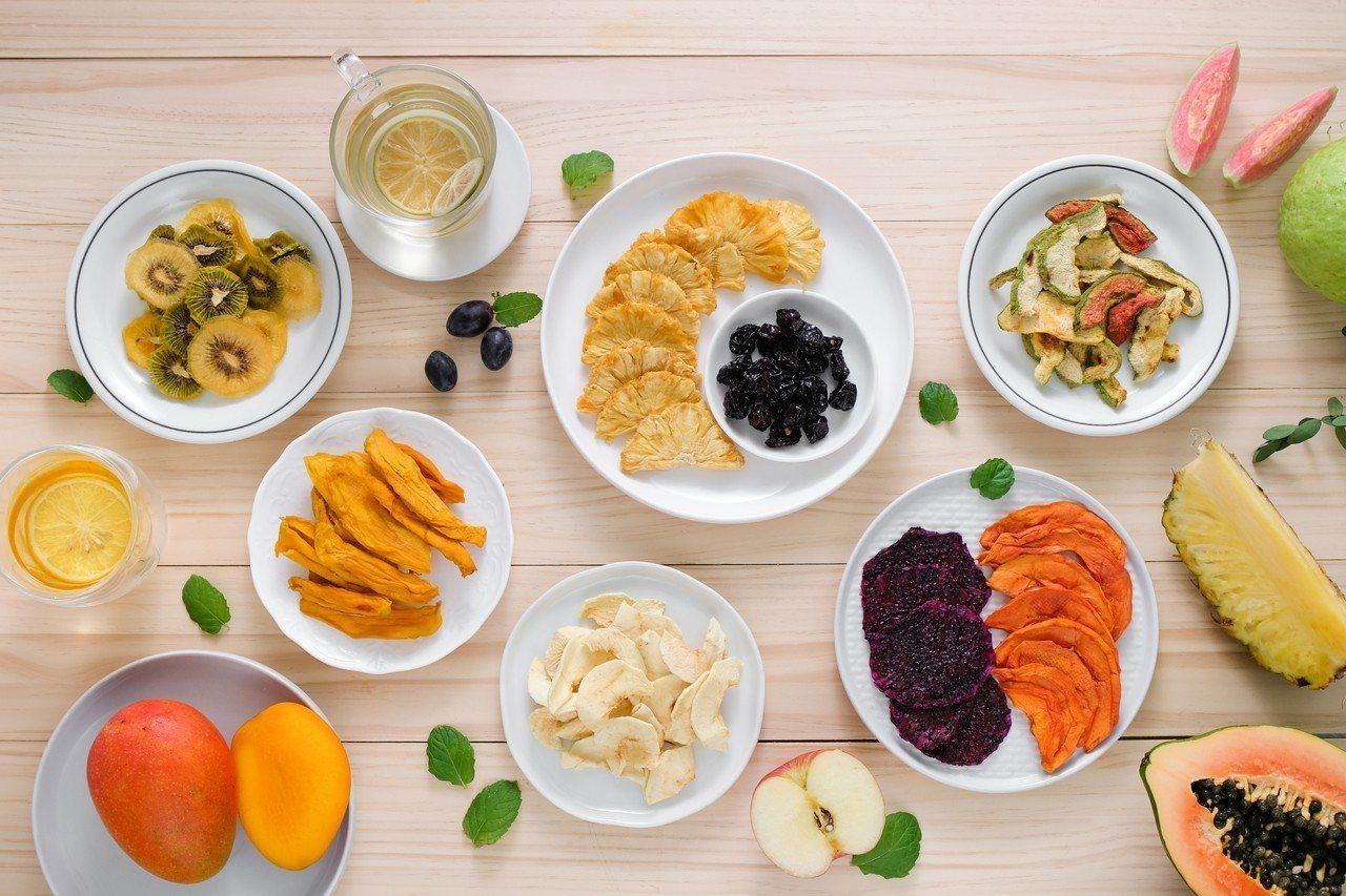 使用各種台灣美味水果製成的果乾,是今夏最涮嘴的零食。圖/果蒔制研所提供