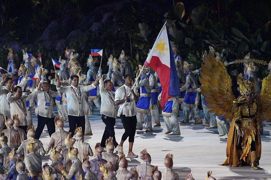 克拉克森菲律賓掌旗。 擷圖自ABS-CBN News推特