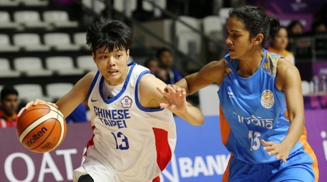 中華女籃隊大勝印度,圖左為鄭伊秀。 擷圖自Suara Milenial推特